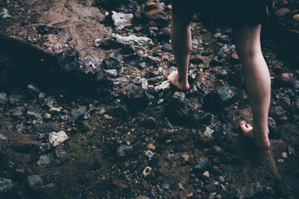 barefoot-1149848_1280
